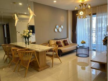Đang cần cho thuê gấp căn hộ 2 phòng ngủ (2pn) Saigon Royal 34-35 Bến Vân Đồn, Tp HCM thiết kế phong cách Hoàng Gia
