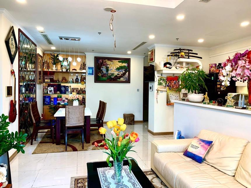 View phòng khách căn hộ Vinhomes Central Park tòa Landmark 6