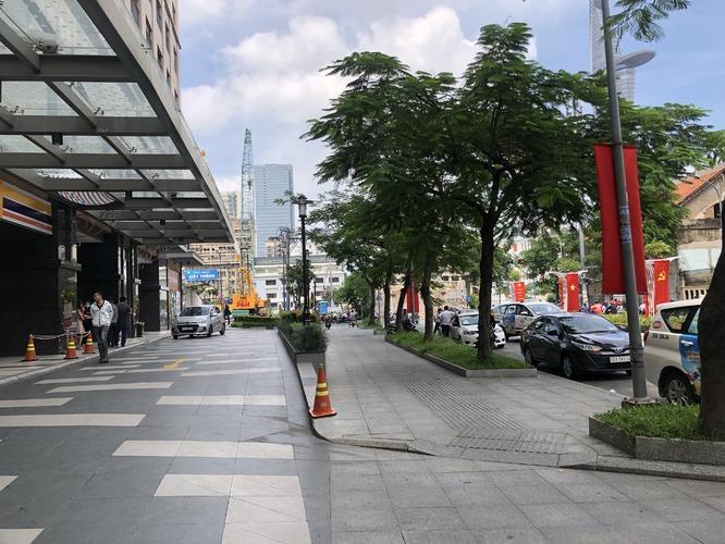 Sảnh đưa đón khách tại tòa nhà Saigon Royal Residence