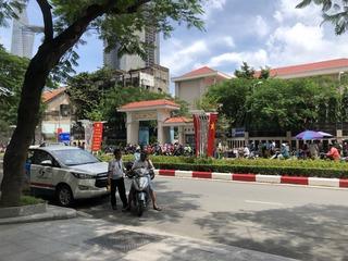 Trường học THPT Nguyễn Hữu Thọ cạnh Saigon Royal